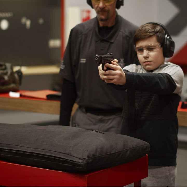 Подарочный сертификат на детский курс стрельбы из пистолета и винтовки в тире