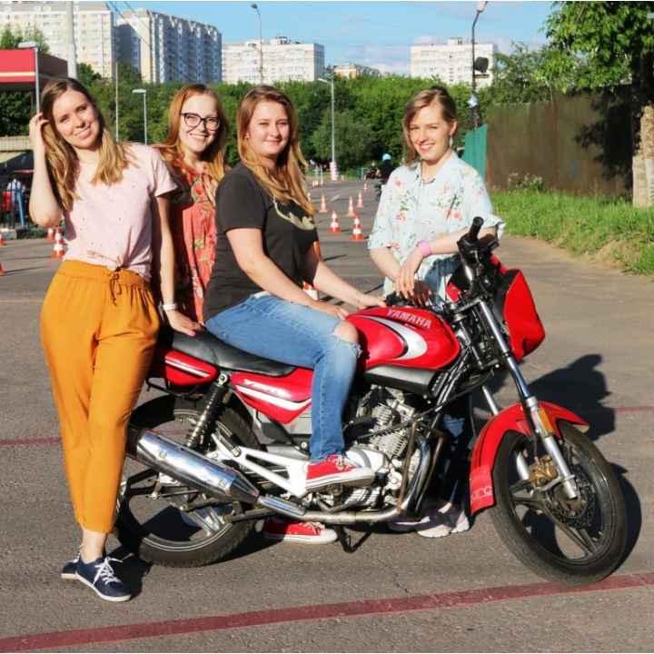 Подарочный сертификат на обучение вождению мотоцикла для девушек (действует 1 год)