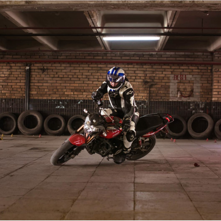 """Подарочный сертификат """"Обучение вождению мотоцикла на крытой площадке"""""""