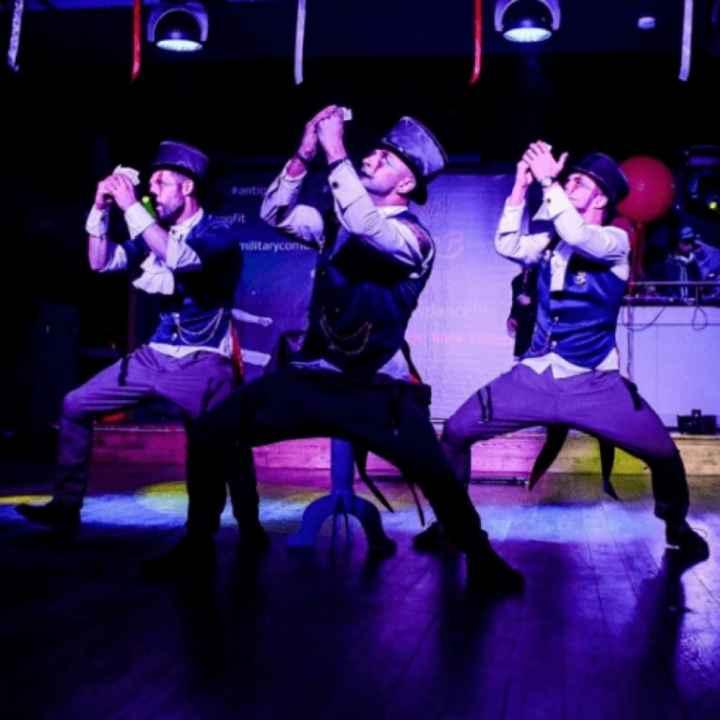 Заказать мужское танцевальное шоу «Jesters»