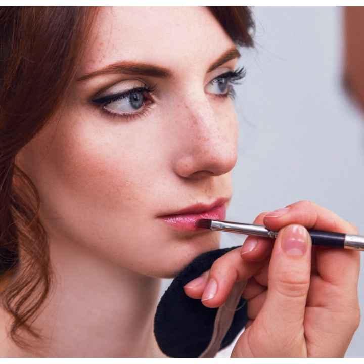Заказ посещения салона красоты для дневного макияжа