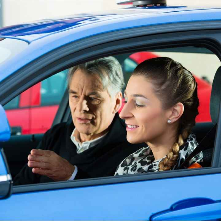 Обучение контраварийному вождению на автомобиле BMW 118i на автодроме