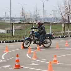 Урок на мотоцикле для сдачи экзамена в ГИБДД