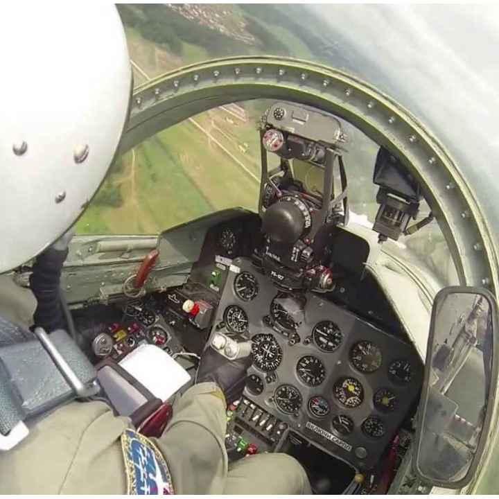 Подарочный сертификат на полёт в первой кабине за штурвалом истребителя
