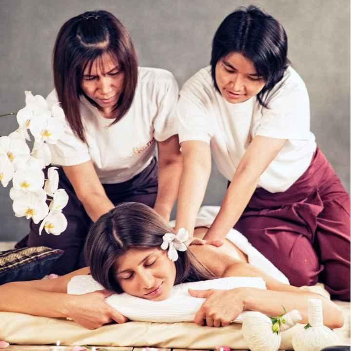 Тайский массаж тела горячими травами в 4 руки